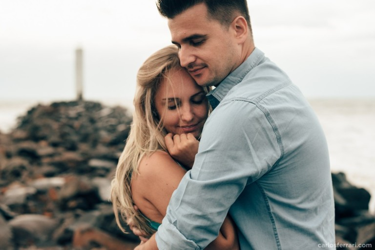 Ensaio Pré-Casamento na Praia da Guarita em Torres: Thayse e Rafa