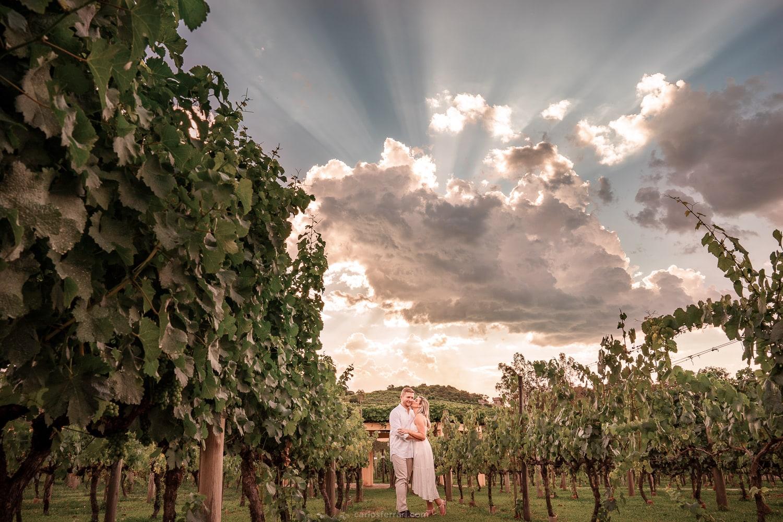 ensaio-pre-casamento-nathalie-e-gustavo-vinicola-miolo-serra-gaucha-vale-dos-vinhedos_11