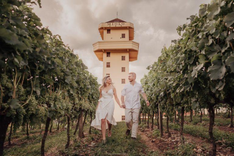 Ensaio Pré Casamento no Vale dos Vinhedos: Natalie e Gustavo – Vinícola Miolo