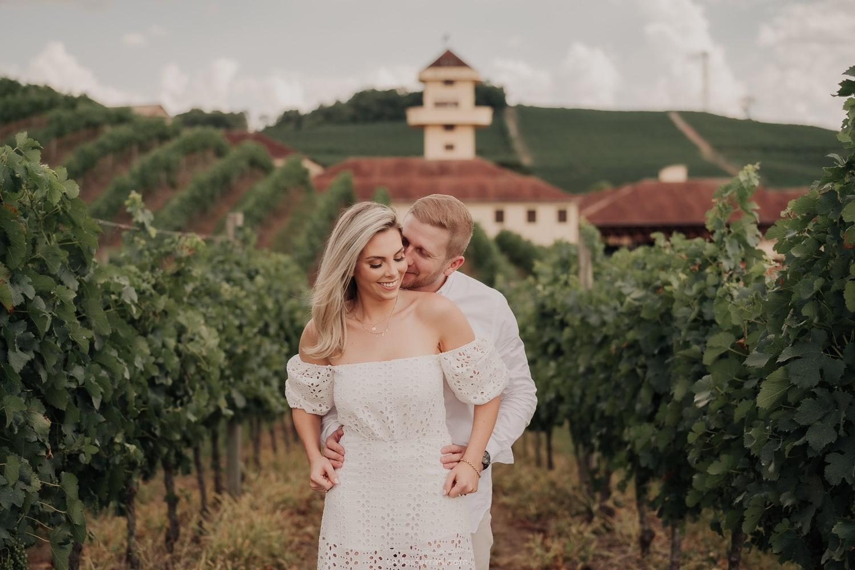 ensaio-pre-casamento-nathalie-e-gustavo-vinicola-miolo-serra-gaucha-vale-dos-vinhedos_2